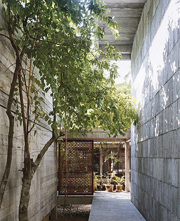 Japanese Style Bathroom Design on This Asian Style Home Is A Collaborative Effort Among Tiravanija