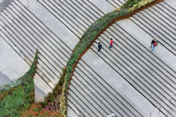 Garden on stairs designsigh for Jardines 4 bilbao