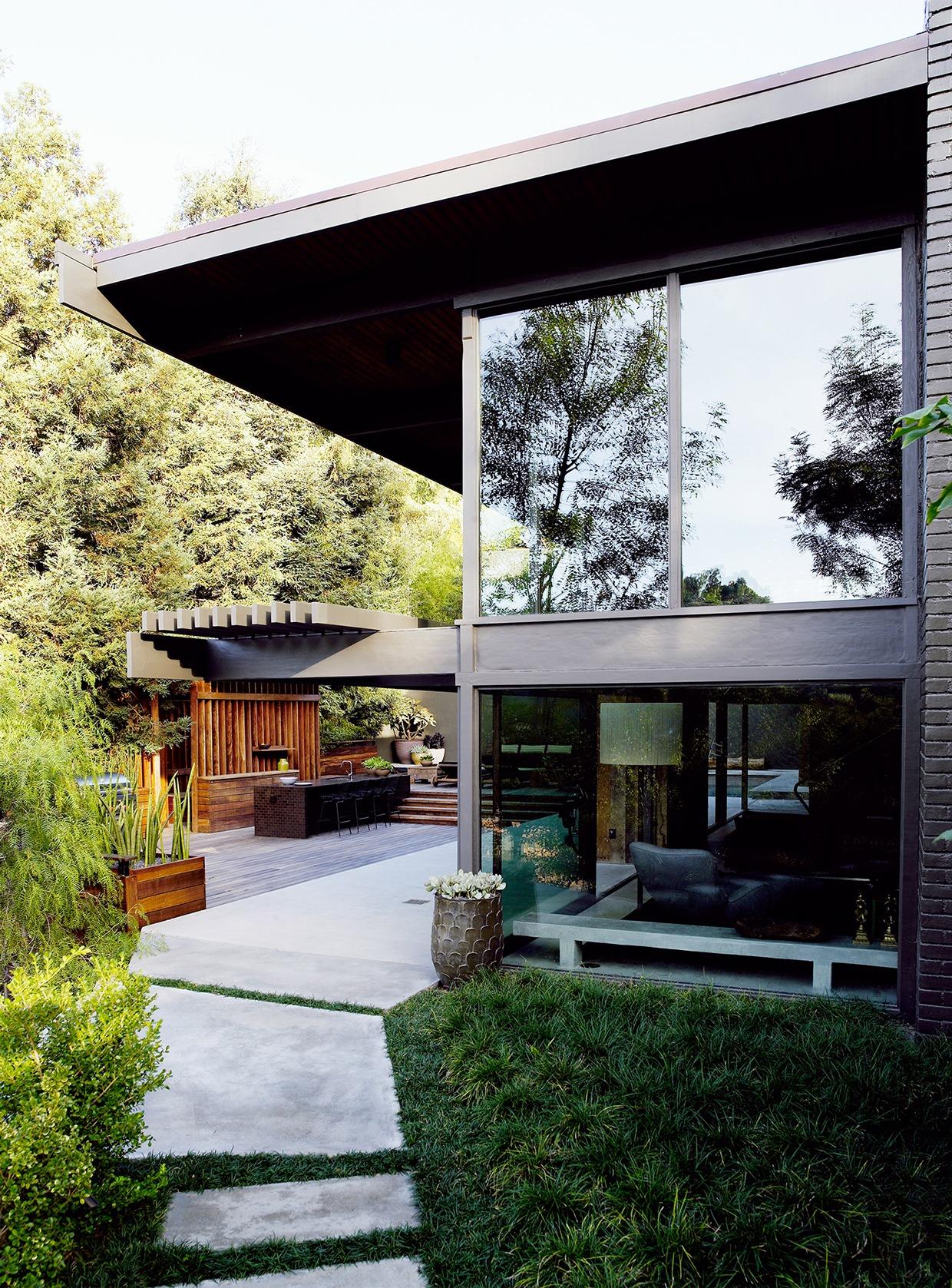 retro-modern-home-exterior