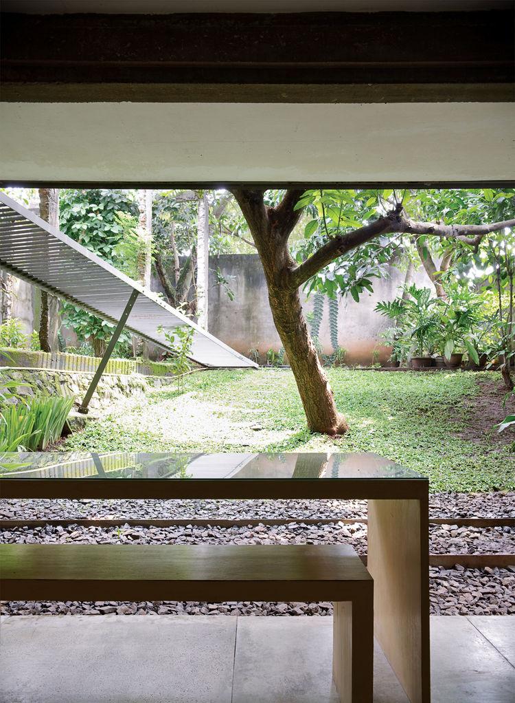 wisnu-residence-dining-yard
