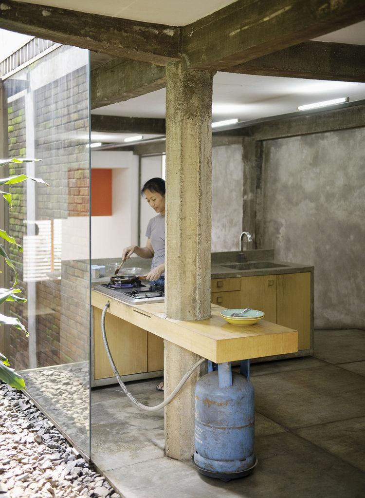 wisnu-residence-extended-kitchen-portrait