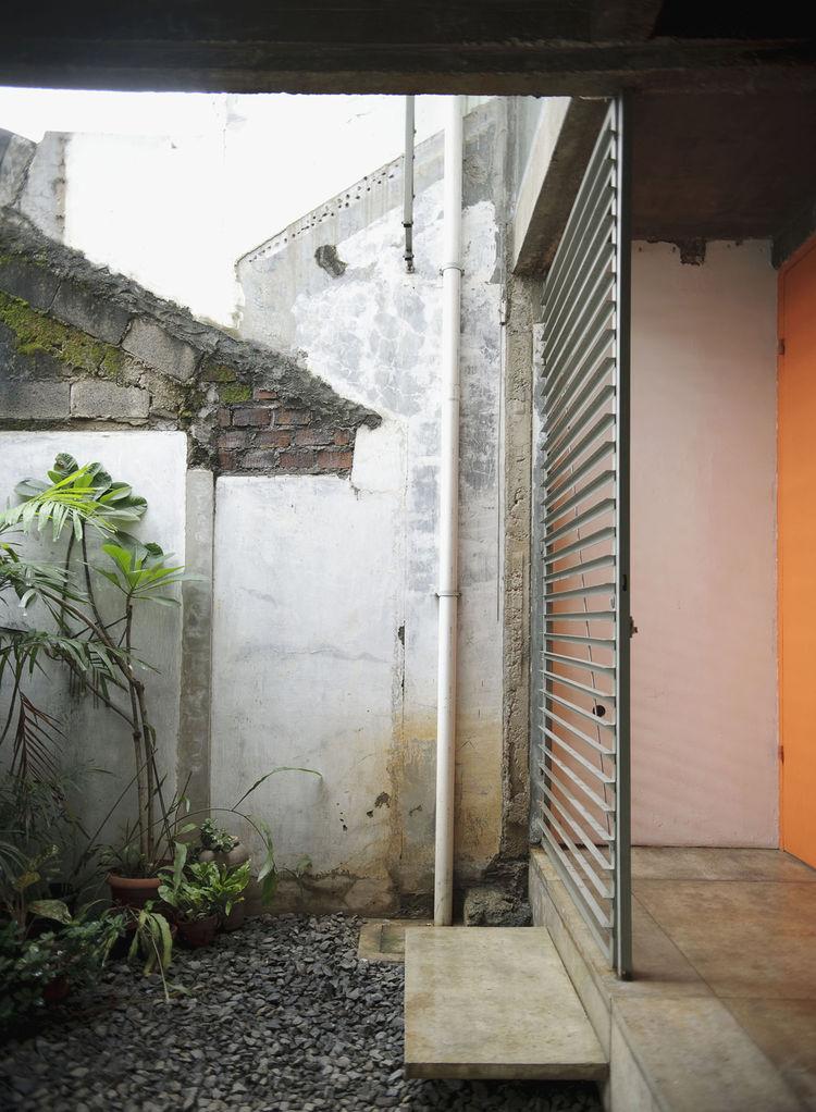 wisnu-residence-extended-side-yard