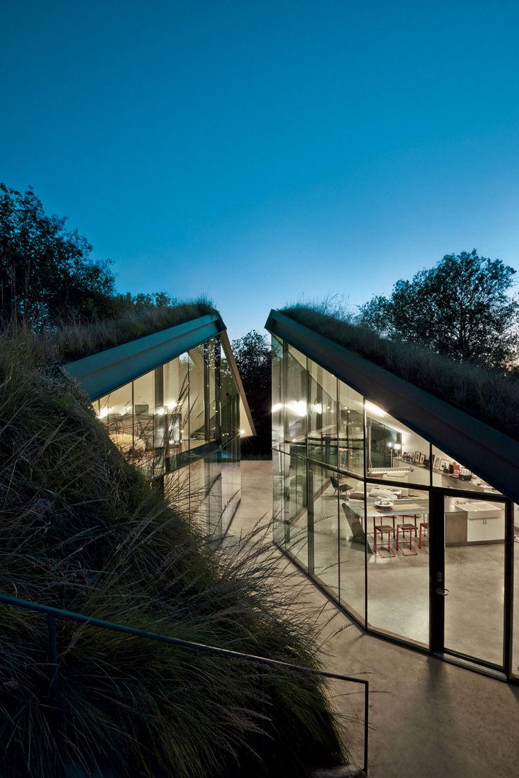 edgeland-house-night-time-view