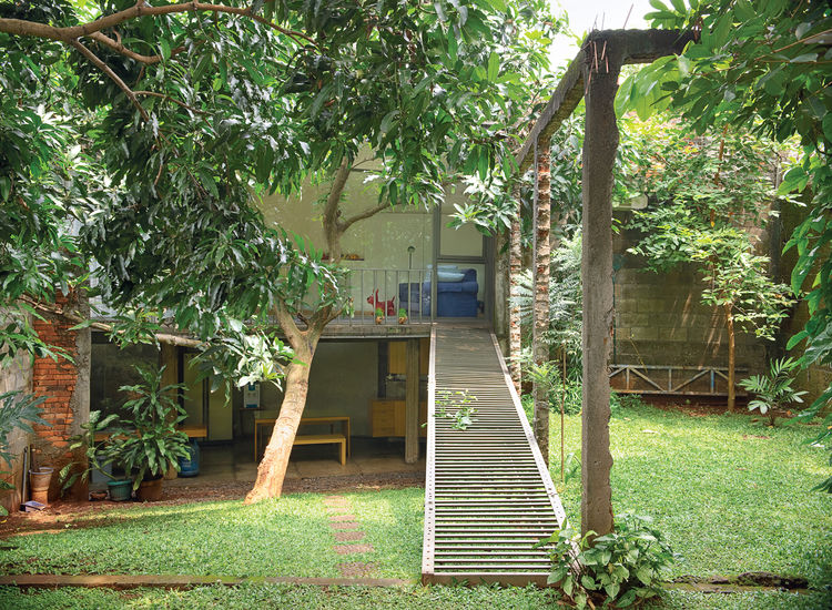 wisnu-residence-exterior-garden