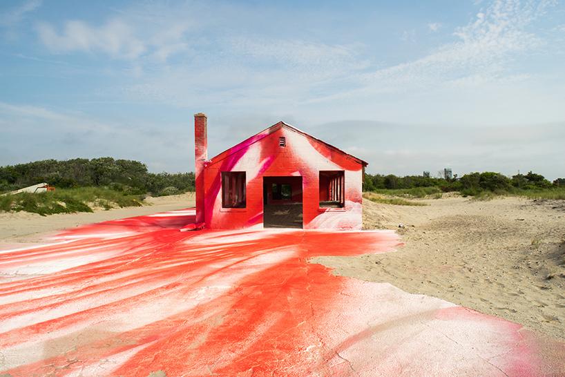 katharina-grosse-moma-ps1-rockway-installation-designboom-012